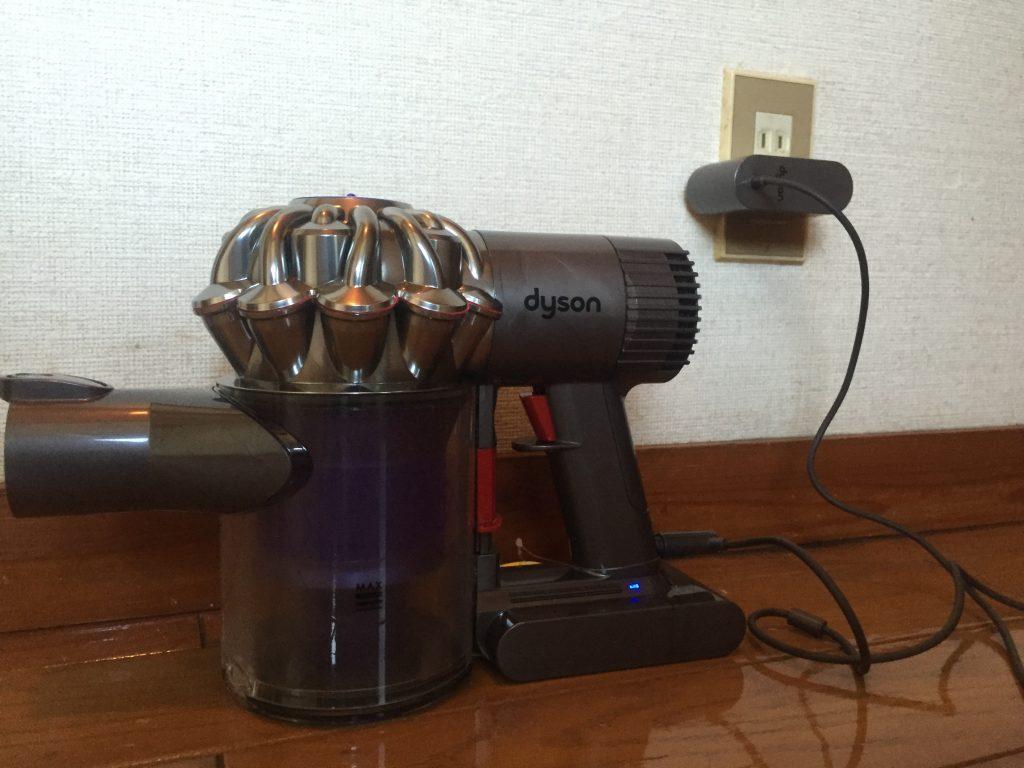 ダイソンのコードレスクリーナーを使うため充電