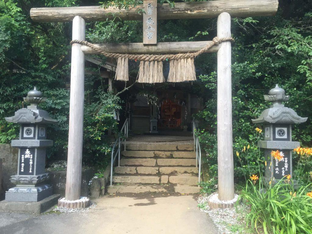 荒立神社の境内